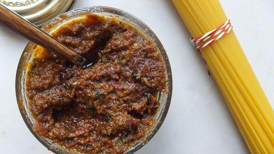 El restaurante del fin del mundo: Pesto rojo o pesto siciliano o salsa roja de felicidad instantánea