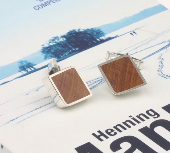 Beautiful cuff links in silver with cherry wood inlay. Handcrafted. The Jewelry Story | Jan Kerkstra . Marion Pannekoek