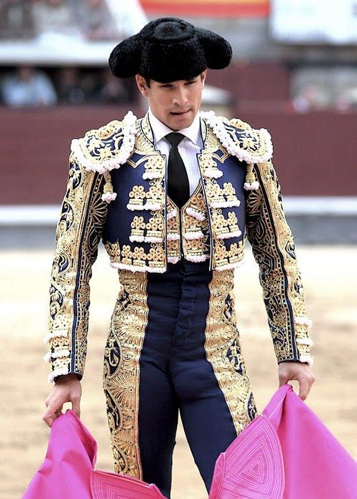 #Matador Juan Cortez es una matador y es muy popular en España. El mejor matador en Sevilla.