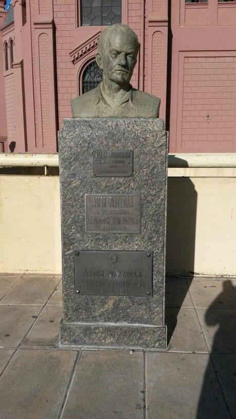 Monumento a Astor Piazzola. Recoleta. Buenos Aires