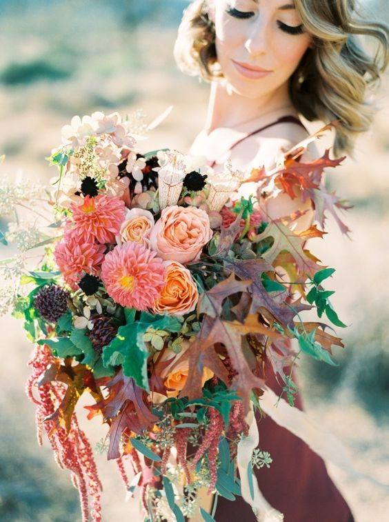 Gorgeous foliage accented fall bouquet | fabmood.com #bridal #bouquet: