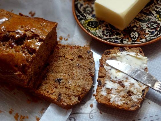 La recette d'un cake gallois traditionnel : le bara brith, un véritable délice que je conseille absolument. Il est moelleux et parfumé aux épices et au thé.: