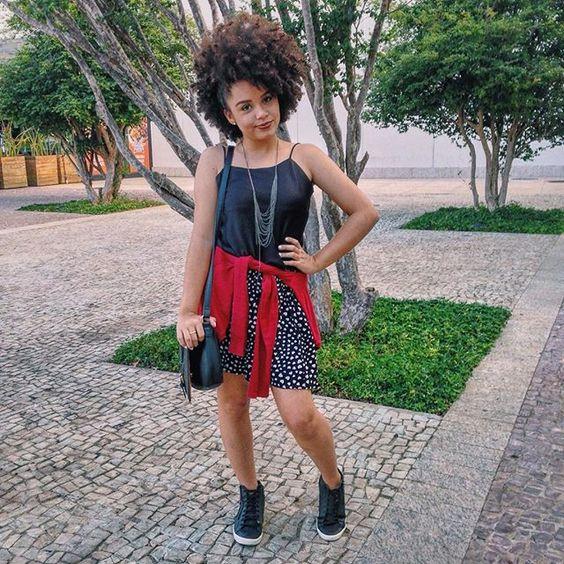 Loka do dia! ⚡️ saia @bygarotasstore • tênis @cocacolashoes • colar @filounai #looknalidia