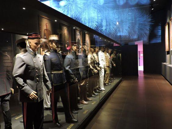 Museo Farmacia Militar - Uniformes de los farmacéuticos militares