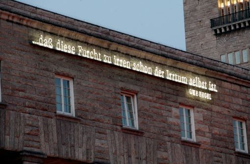 Das Hegel-Zitat am Bahnhof hat der Konzeptkünstler Joseph Kosuth entworfen. Foto: Steinert
