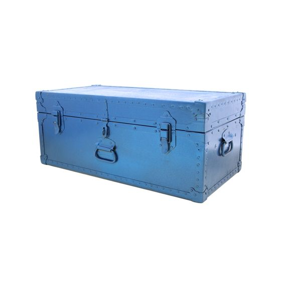 Now you'll have a chest  to hold your treasures with this transformed trunk in Krylon Rust Protector Blue Metallic! #Krylon127YardSale
