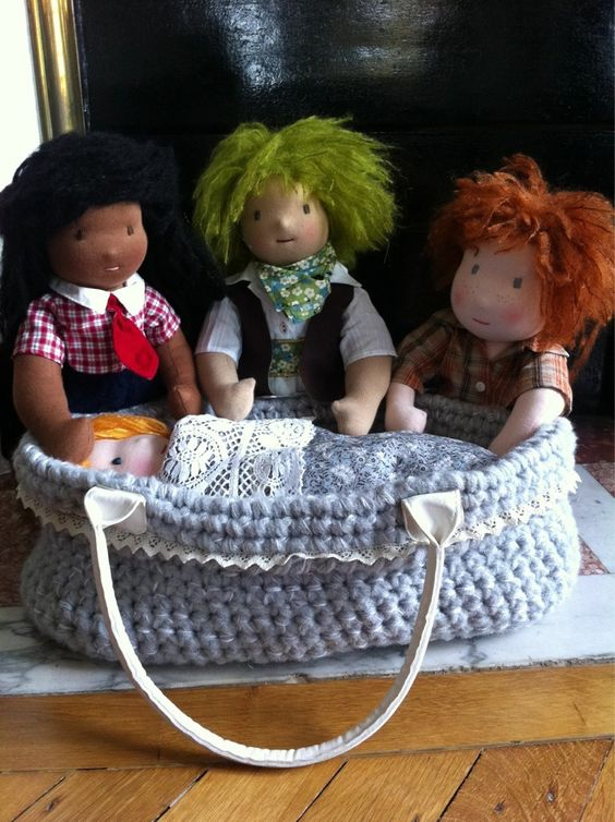 "Couffin "" serial crocheteuses "" - dollsfever"
