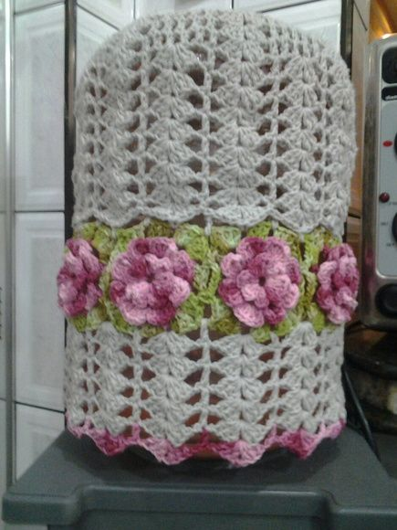 Capa para galão de agua de 20 litros, feito com barbante em croche.  Pode ser feito na cor que quizer. R$ 40,00: