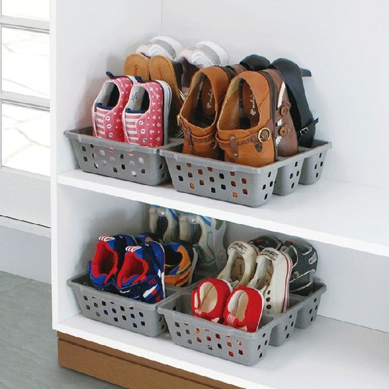Colgador de zapatos canasta de almacenamiento and cestas for Perchas para colgar botas