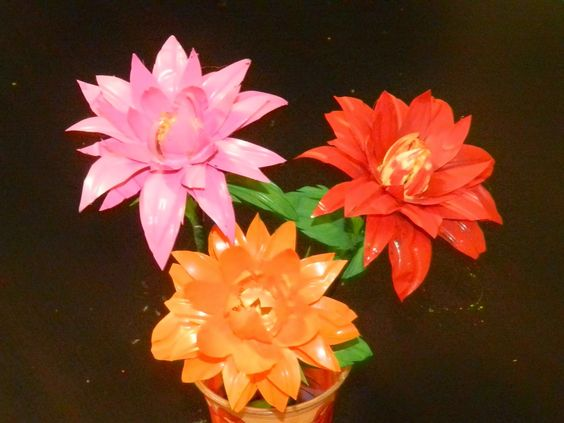 Creative DIY crafts: Dahlia flowers with waste water bottles!