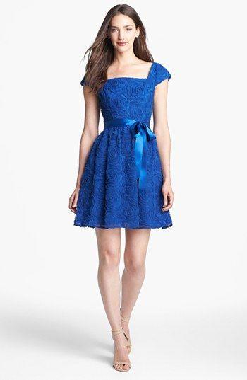 Robe de bal bleu en dentelle courte avec mancheron