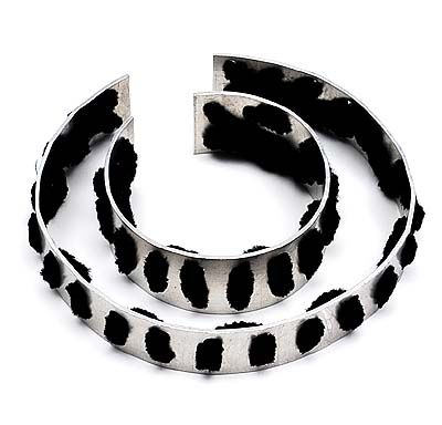 LOUS MARTIN 1945 - Doe het zelf sieraad Do it yourself bracelet en necklace of aluminium and pipecleaners design execution 1973 for Galerie Sieraad Amsterdam the Netherlands with the original instructions