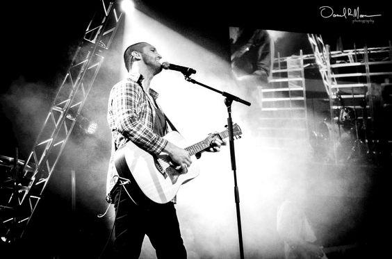 Guitarist / Vocalist