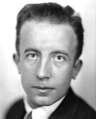 Eugène Grindel,  conocido como Paul Éluard (14 de diciembre de 1895 - 18 de noviembre de 1952)