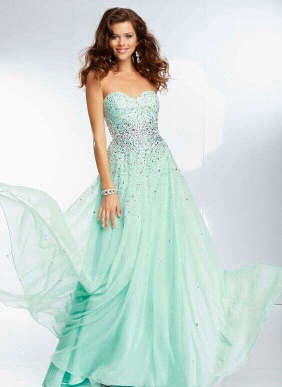Gorgeous prom dress!!