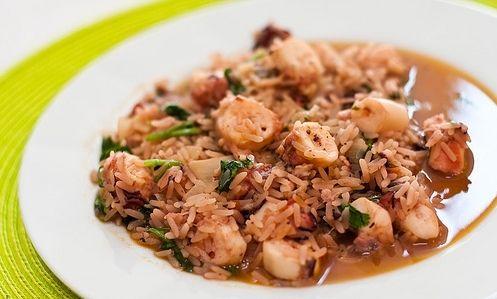 Existem dezenas de formas de cozinhar o polvo... Uma delas é o arroz de polvo, um prato delicioso e que é perfeito para um almoço ou jantar com amigos ou familiares. Desmistifique o drama de cozer o polvo, siga as nossas dicas e truques e experimente a nossa receita... #Arroz_de_polvo_malandrinho