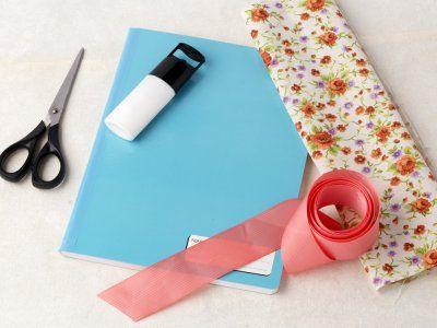 Cómo forrar cuadernos con tela y listón