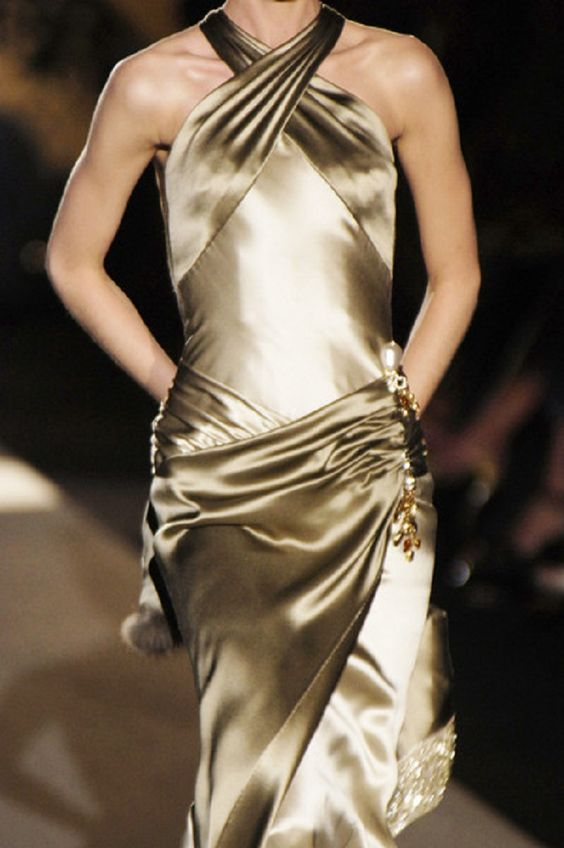Valentino - Haute Couture Fall 2005