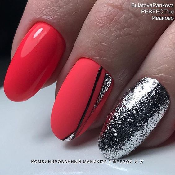 Black accent nail with silver art work