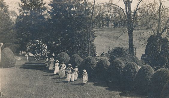 Sweet Briar College May Day, 1911. Sweet Briar College, some rights reserved. CC-BY-NC.