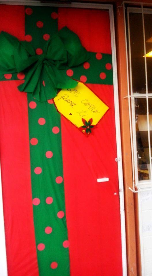 Puerta decorada de regalo doors pinterest Decoracion para puertas