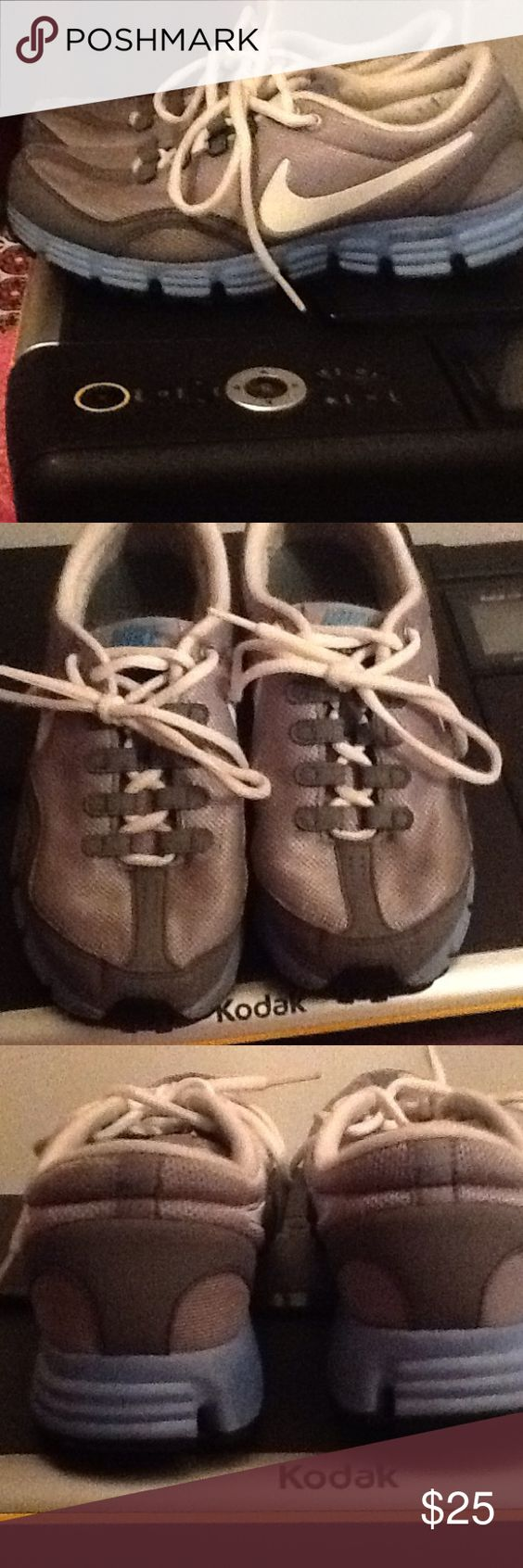 SIZE 7 NIKE DUAL FUSION RUNNING SHOE WOMENS STYLISH AND CUTE USED VERY GENTLY SIZE 7 NIKE DUAL FUSION RUNNING SHOE VERY COMFORTABLE Nike Shoes Athletic Shoes