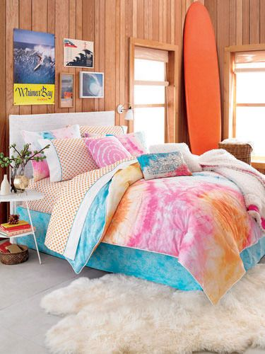 beach themed bedrooms teenage girls   Cheer Up a Goth Teen With a Colorful Bedroom Makeover