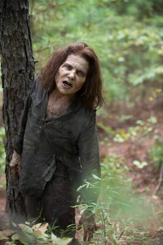 Tovah Feldshuh as Deanna Monroe (Walker) - The Walking Dead _ Season 6, Episode 10
