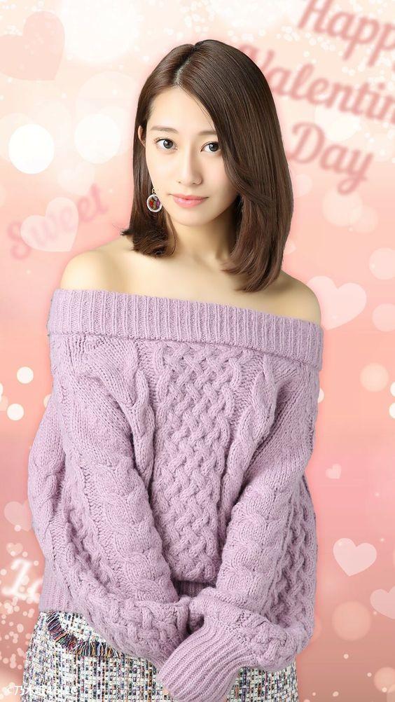 肩を出したセーター姿の桜井玲香のかわいい画像