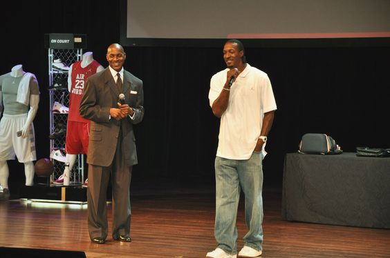 Dale Allen, Jordan Brand Director of Sports Marketing, and NBA star Gerald Wallace talk with students. Gerald also presented prizes on stage to the winners of our annual shoe design competition.