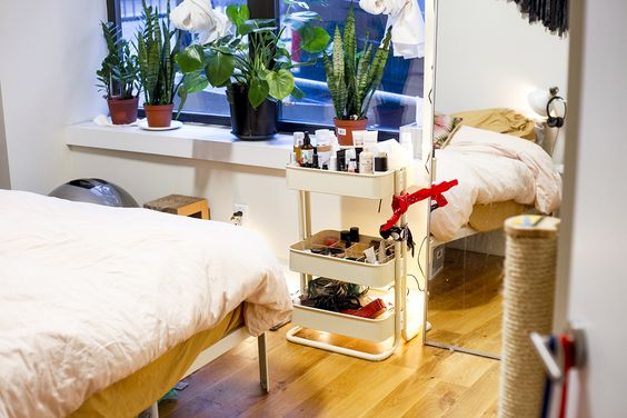 Feng Shui Fixed My Bedroom Pinterest Man repeller, Bedrooms and