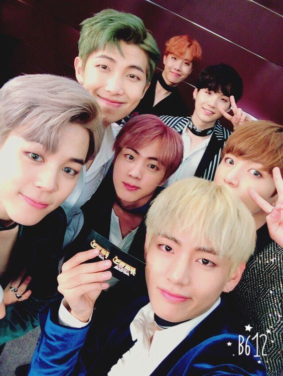 BTS cada young de distinto color de pelo