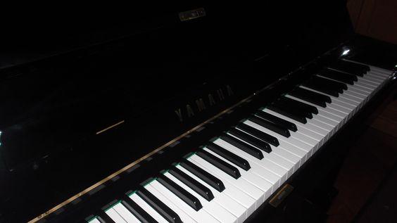 Bom dia! Pianos Yamaha usados e semi-novos, com a mecânica totalmente reparada, encontra no Salão Musical de Lisboa. Consulte o nosso site www.salaomusical.com