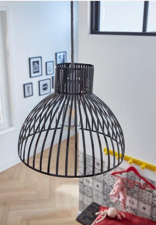 Cette Suspension En Metal Striee Noir Apportera Une Touche Deco Industrielle Dans Votre Interieure Castorama Luminai Deco Salon Luminaire Luminaire Cuisine