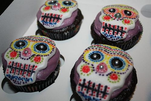 day of the dead cupcakes !! :)