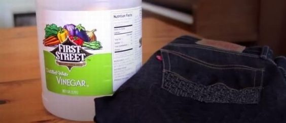 To avoid having dark-colored jeans lose their color when washing, add half a cup of distilled vinegar to the washing machine and let it do the trick.: