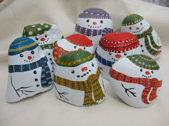 Snowmen painted on stones: