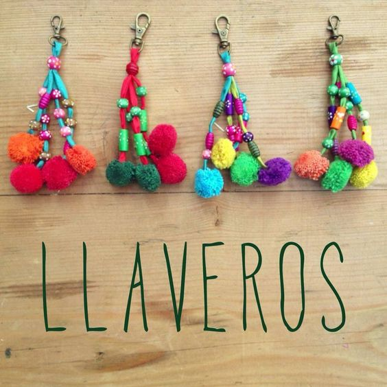 Pom pom keychains handmade 100 deco pinterest - Manualidades con lanas de colores ...