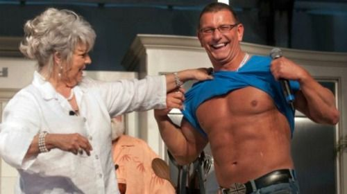 shut up Robert Irvine looks that good under his shirt?: