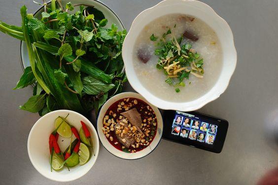 Vietnamese food and Smartphone