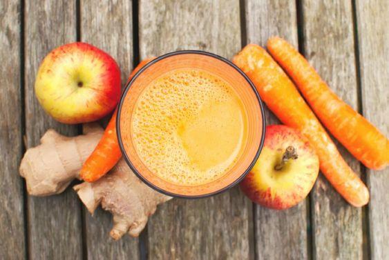 Saft-Detox-Kur zum schnellen Entgiften. Ein kurzes Saft-Fasten vitalisiert, entgiftet und heilt und ist der perfekte Weckruf für Körper und Geist nach dem kalten Winter.
