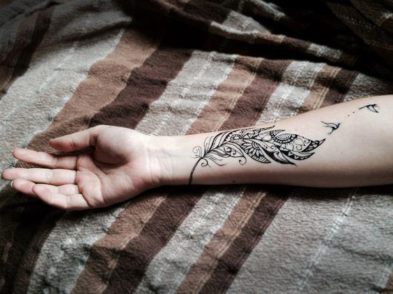 tatouage avant bras femme plume oiseau tatouage pinterest. Black Bedroom Furniture Sets. Home Design Ideas