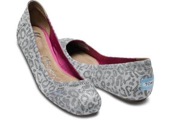 Shut up! // Gisele Grey Suede Ballet Flats TOMS