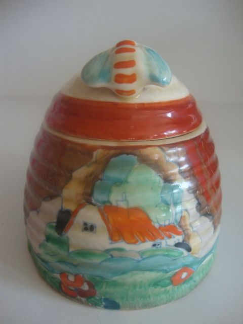 Clarice Cliff honeypot. (*** How fun would it be to collect honey pots?!?!?!)