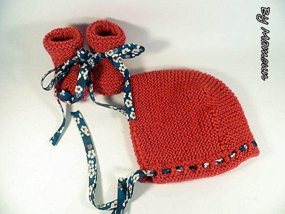 Béguin bébé et chaussons coordonnés (0-3 mois) tricotés rouge ruban liberty bleu marine : Mode Bébé par mamountricote