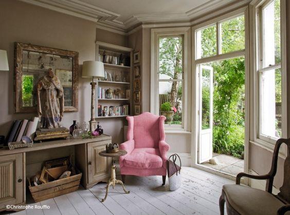 Idee deco salon fauteuil couleur decoration ideesdecomaison designinterior - Idee deco salon beige ...