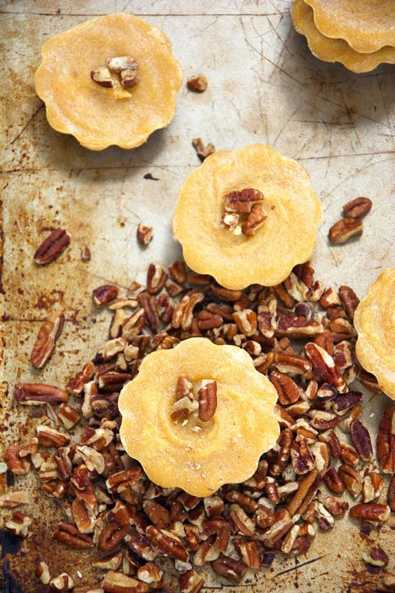 Delicious, raw pumpkin pie bites with pecans, dates, pumpkin puree, and coconut butter. All the flavor of a pumpkin pie, but without all the guilt! #pumpkinpie #raw #glutenfree #dairyfree #paleo