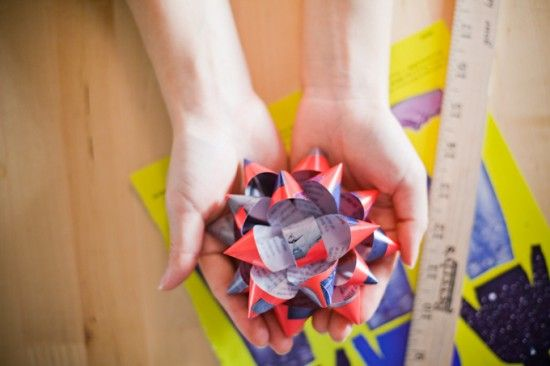 Tutorial: How to Make a Bow out of Recycled Magazines  by papernstitch