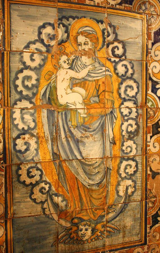 https://flic.kr/p/7tHnne   La Virgen y el Niño II... Siglo XVI   Zócalo de azulejos que recorre el presbiterio. Cerámica de Talavera de la Reina. Iglesia de San Sebastián. Mohedas de la Jara (Toledo).