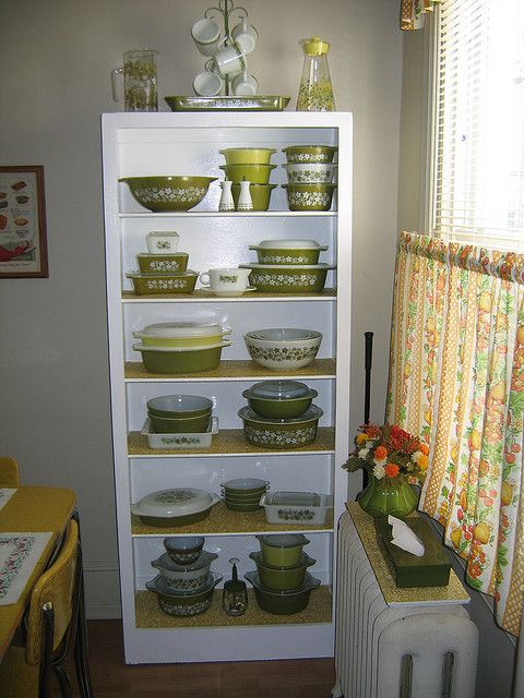 Love, love, love this display...Vintage Pyrex Spring Blossom...one of my fav patterns!
